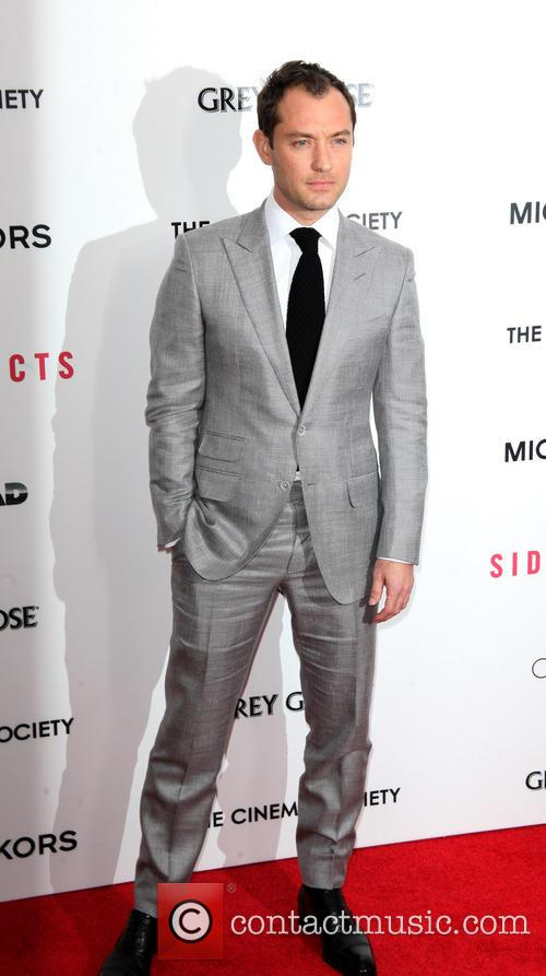 jude law premiere of side effects at amc 3477760