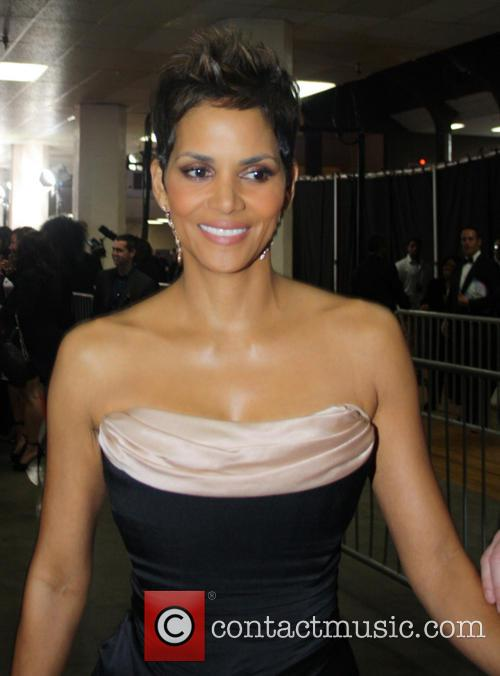 Halle Berry Arrives At The 44th Naacp Image Awards 2