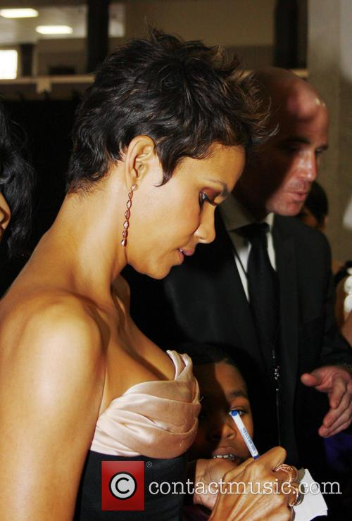 Halle Berry Arrives At The 44th Naacp Image Awards 3
