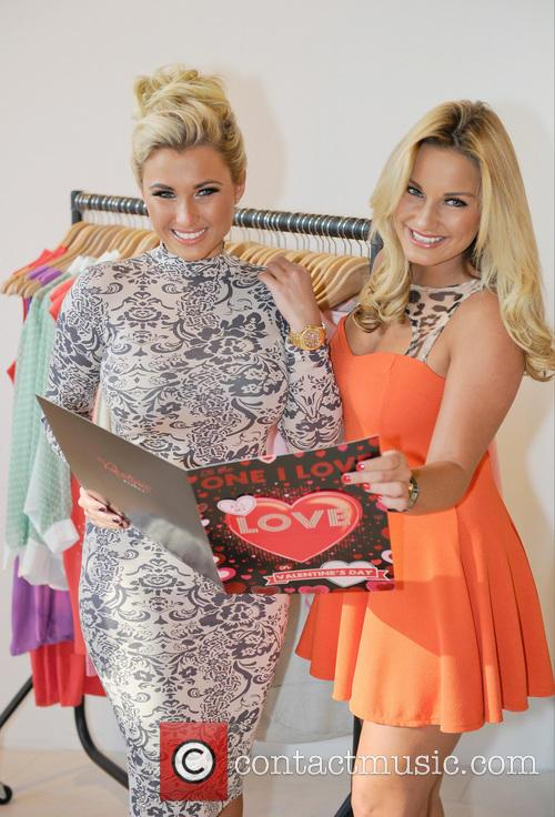 Sam Faiers and Billie Faiers 5