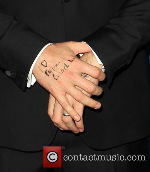 Ben Affleck Displays A Hand Written Marking On His Hand Reading 'i [heart] Papa. Good Luck.' 4