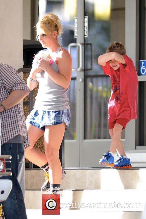 britney spears britney spears is spotted leaving a 3481077