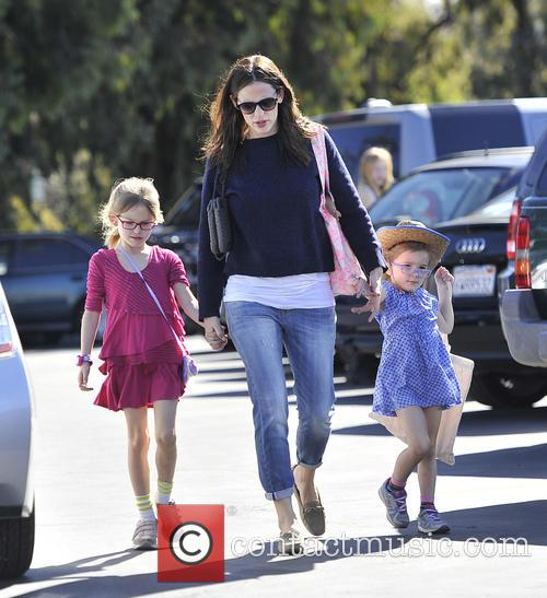 Jennifer Garner takes her two girls