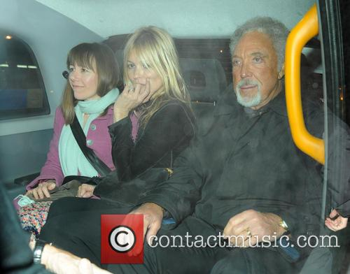 kate moss tom jones celebrities leave china tang restaurant 3482540
