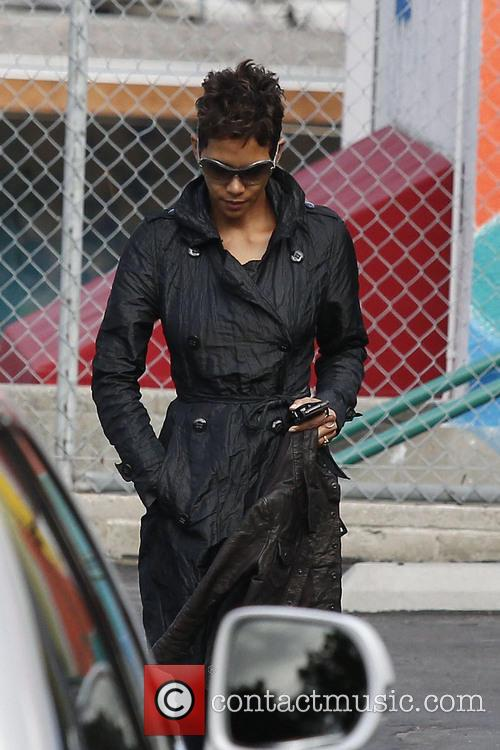 halle berry halle berry takes her daughter nahla 3484533