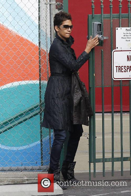 halle berry halle berry takes her daughter nahla 3484537