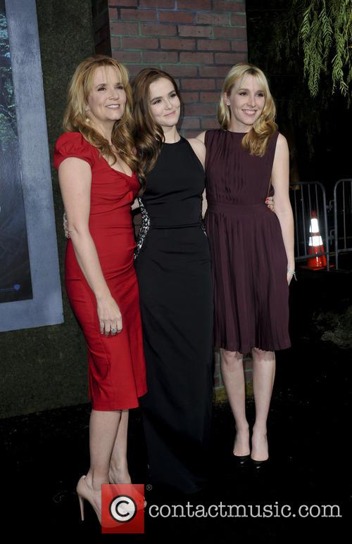 Lea Thompson, Zoey Deutch and Madelyn Deutch 7