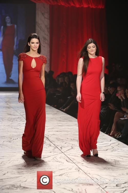 kendall jenner kylie jenner the heart truth's red dress 3485494