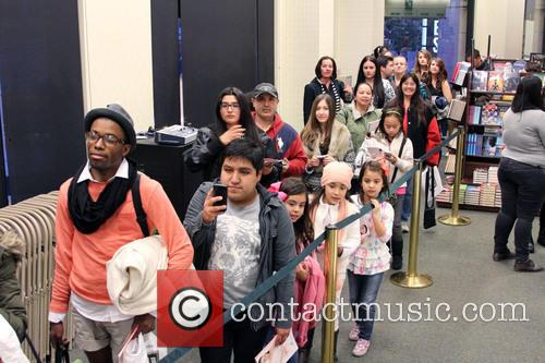 Carly Rae Jepsen and Fans 4