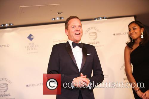 Kiefer Sutherland accepts his award as Harvard University's Hasty Pudding Theatricals 2013 Man of the Year