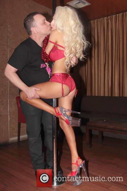 Courtney Stodden puts on a private pole dancing...