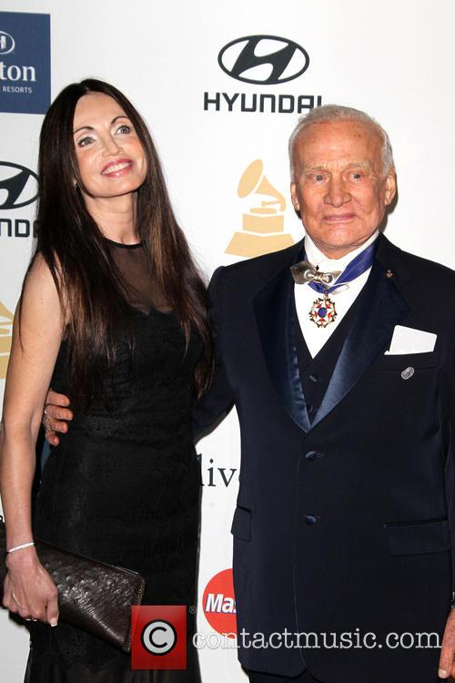 Carolyn Hollingsworth and Buzz Aldrin 10
