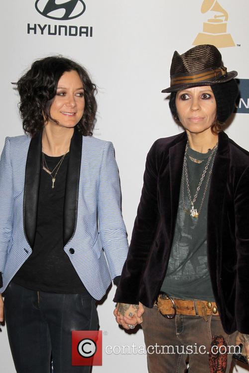 Sara Gilbert and Linda Perry 5