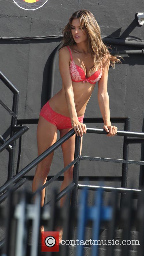 Alessandra Ambrosio 6