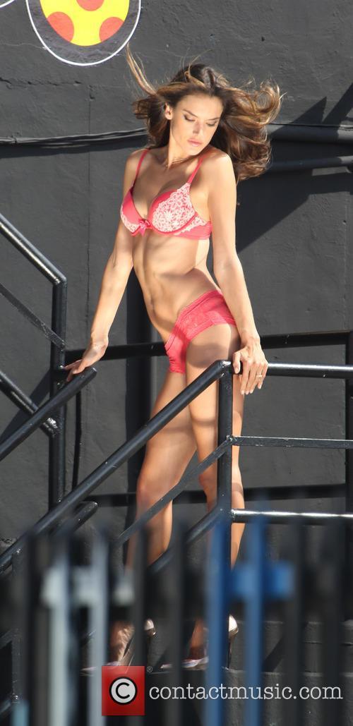 Alessandra Ambrosio 11