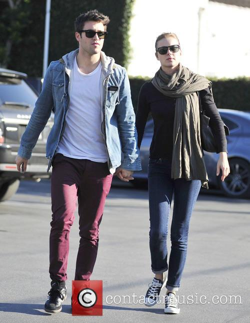 Josh Bowman and Emily Vancamp 3