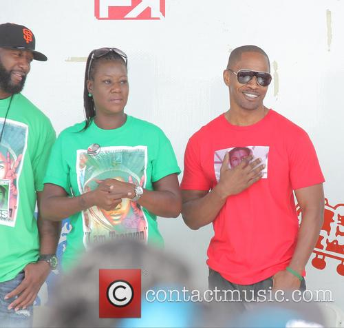 Sybrina Fulton, Tracy Martin and Jamie Foxx 7