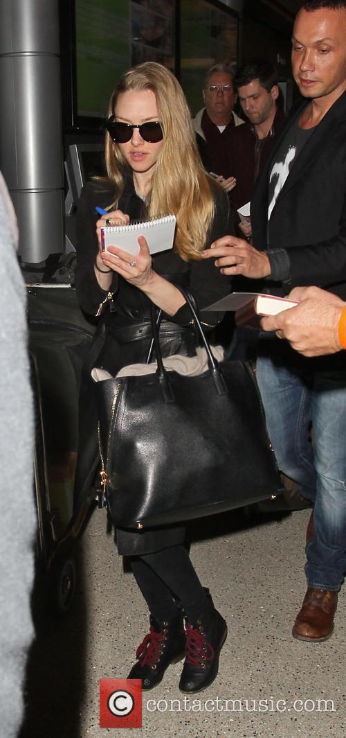 amanda seyfried celebrities arriving at lax airport 3499598