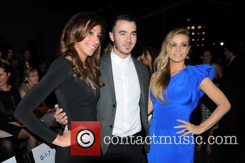 Carmen Electra, Kevin Jonas and Danielle Deleasa 3
