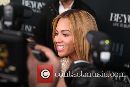 Beyonce Surrounded By Cameras at the Life Is But A Dream' New York Premiere