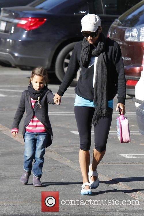 halle berry halle berry takes her daughter nahla 3500576