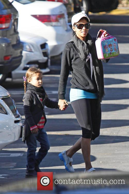 halle berry halle berry takes her daughter nahla 3500585