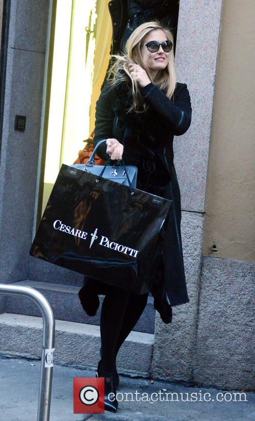 Bar Refaeli shopping