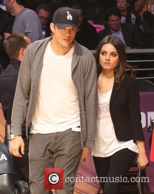 Ashton Kutcher and Mila Kunis watch the Lakers