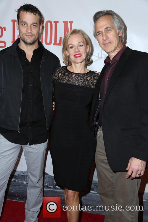 Lea Coco, Penelope Ann Miller and Tom Amandes 3