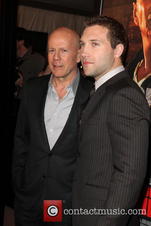 Bruce Willis and Jai Courtney 7