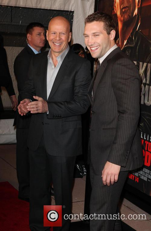 Bruce Willis and Jai Courtney 9
