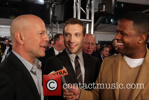 Bruce Willis, Jai Courtney, A.j. Calloway and Extra 8