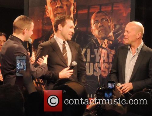 Jai Courtney and Bruce Willis 1