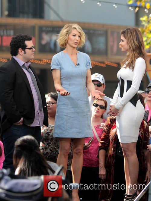 Jenna Elfman, Josh Gad and Maria Menounos 7