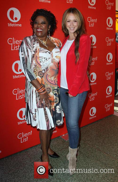 Loretta Devine and Jennifer Love Hewitt 5