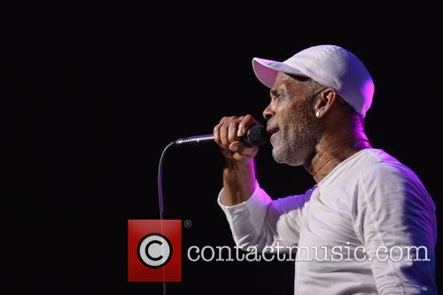 Maze Featuring Frankie Beverly 7