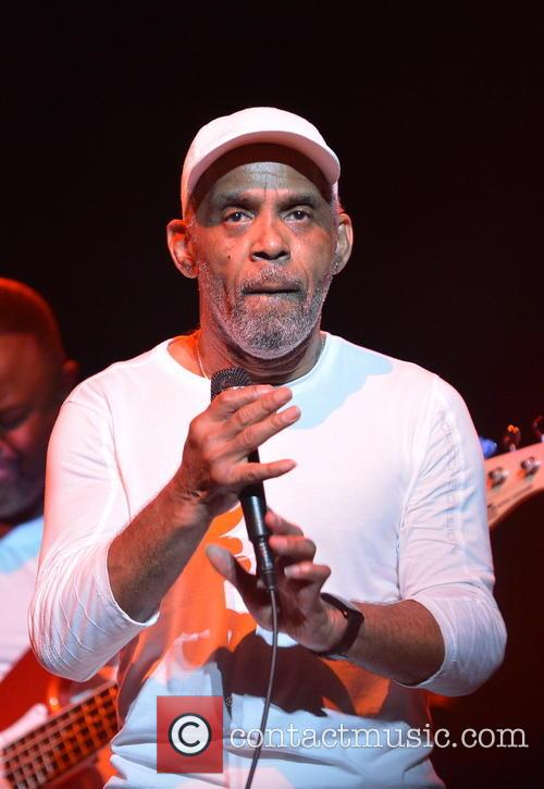 Maze Featuring Frankie Beverly 9