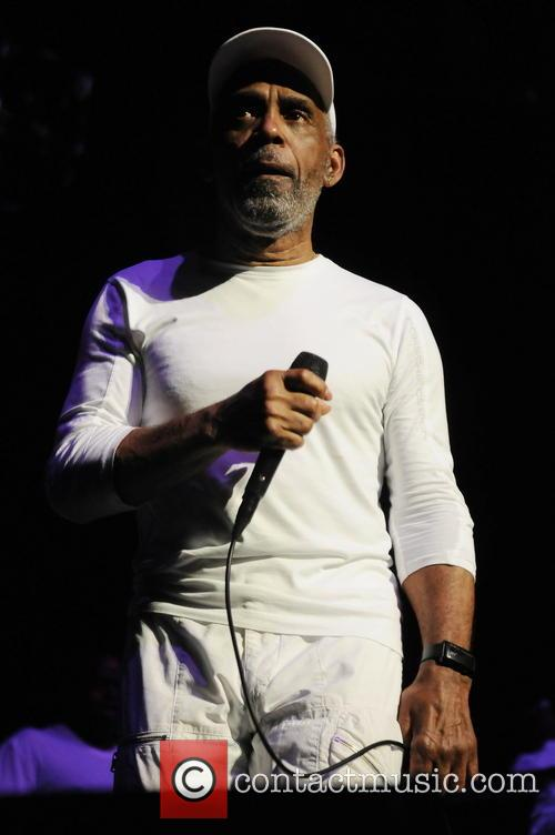 Maze Featuring Frankie Beverly 1