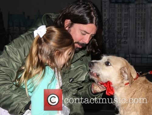 Dave Grohl takes his daughters to the Broadway...