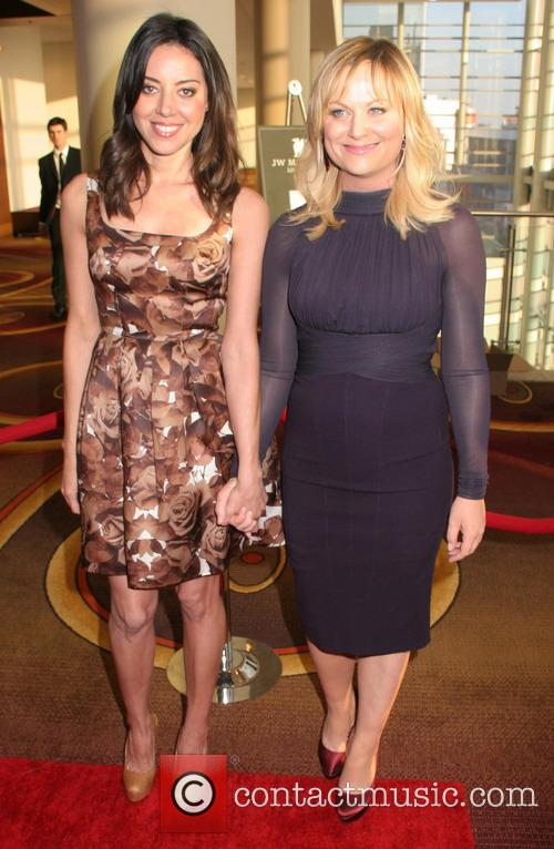 Aubrey Plaza and Amy Poehler 5