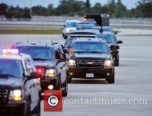 Barack Obama and Presidential motorcade arrives at Palm Beach International Airport 3
