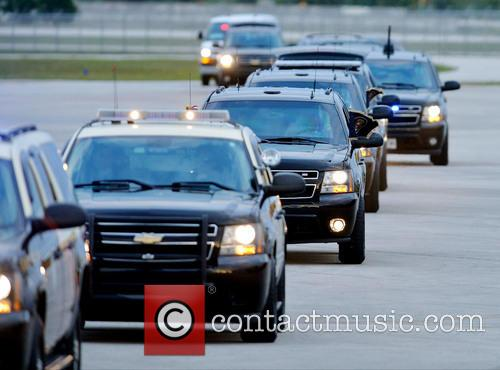 Barack Obama and Presidential motorcade arrives at Palm Beach International Airport 4