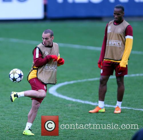 Wesley Sneijder and Didier Drogba 3