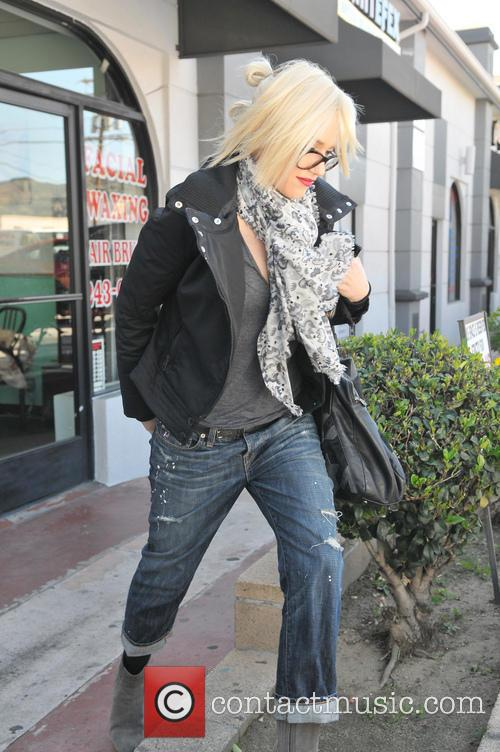 gwen stefani gwen stefani is seen leaving 3515635