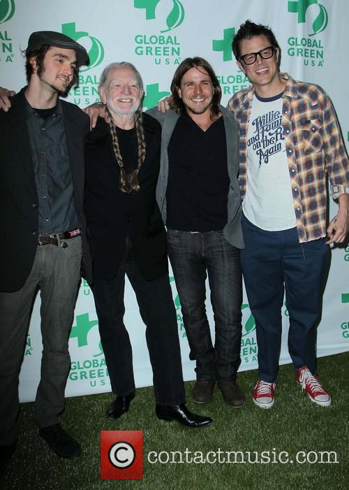 Jacob Micah Nelson, Willie Nelson, Lukas Nelson and Johnny Knoxville 1