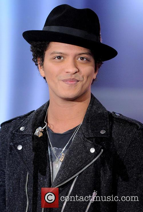 Bruno Mars appears on 'Vivement Dimanche'