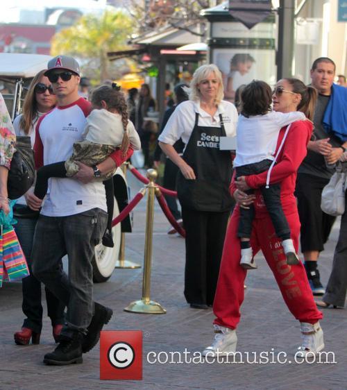 Jennifer Lopez, Maximilian Anthony, Emme Anthony and Casper Smart 12