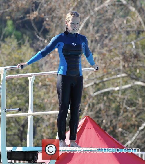 kendra wilkinson kendra wilkinson practice her diving 3526150