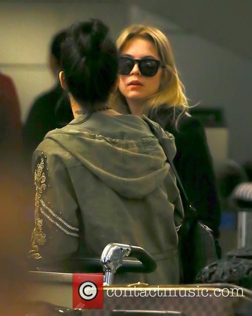 Vanessa Hudgens and Ashley Benson 8