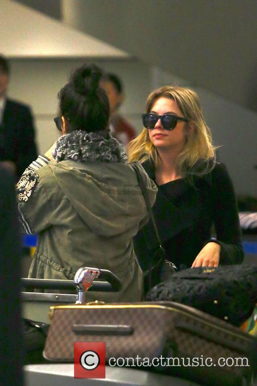 Vanessa Hudgens and Ashley Benson 9